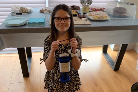 Local schoolgirl raises £210 for Kangaroos!
